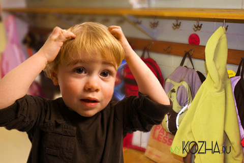 прыщи-в-волосах-у-ребенка